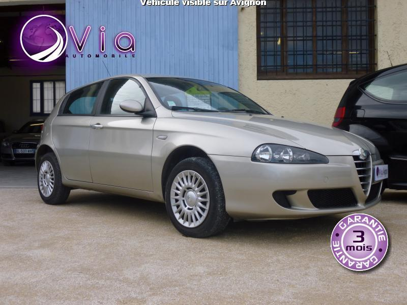 voiture alfa romeo 147 occasion diesel 2005 82500 km 4990 avignon vaucluse. Black Bedroom Furniture Sets. Home Design Ideas